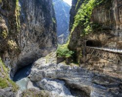 Taroko National Park - Gorges made of limestone and marble