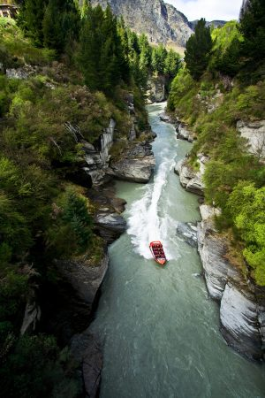 kawarau river jetboating queenstown nz_31488904