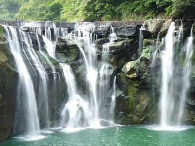 1200px-Shifen_Waterfall_-_panoramio_(1)